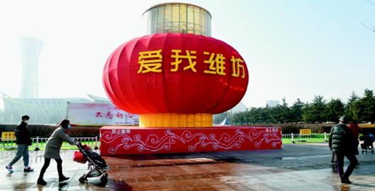 潍坊街头挂上红灯笼和彩灯!留下过年同样有年味