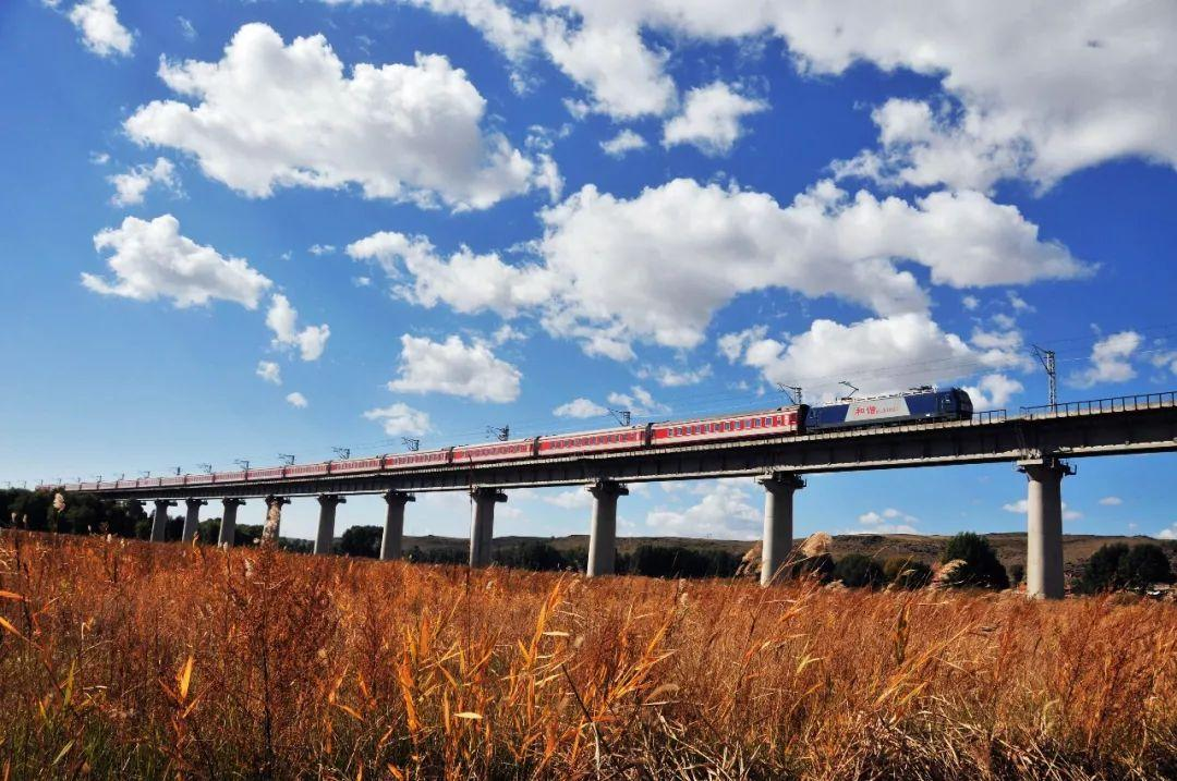 """我国""""八纵八横""""高速铁路网最长横向通道全线贯通"""
