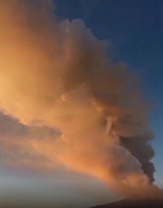 意大利埃特纳火山剧烈喷发 当地机场临时关闭