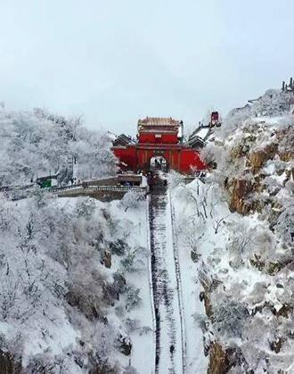 航拍下的雪后泰山:银装素裹 大气磅礴
