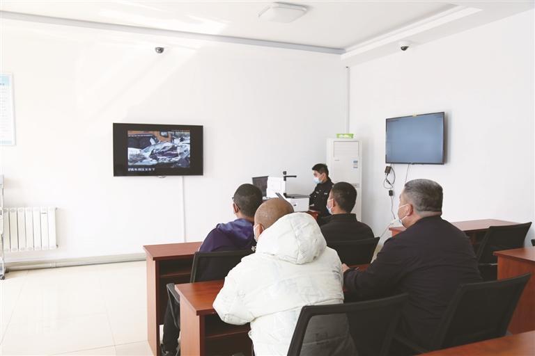 山东首个交警中队审验学习教育室在临淄启用