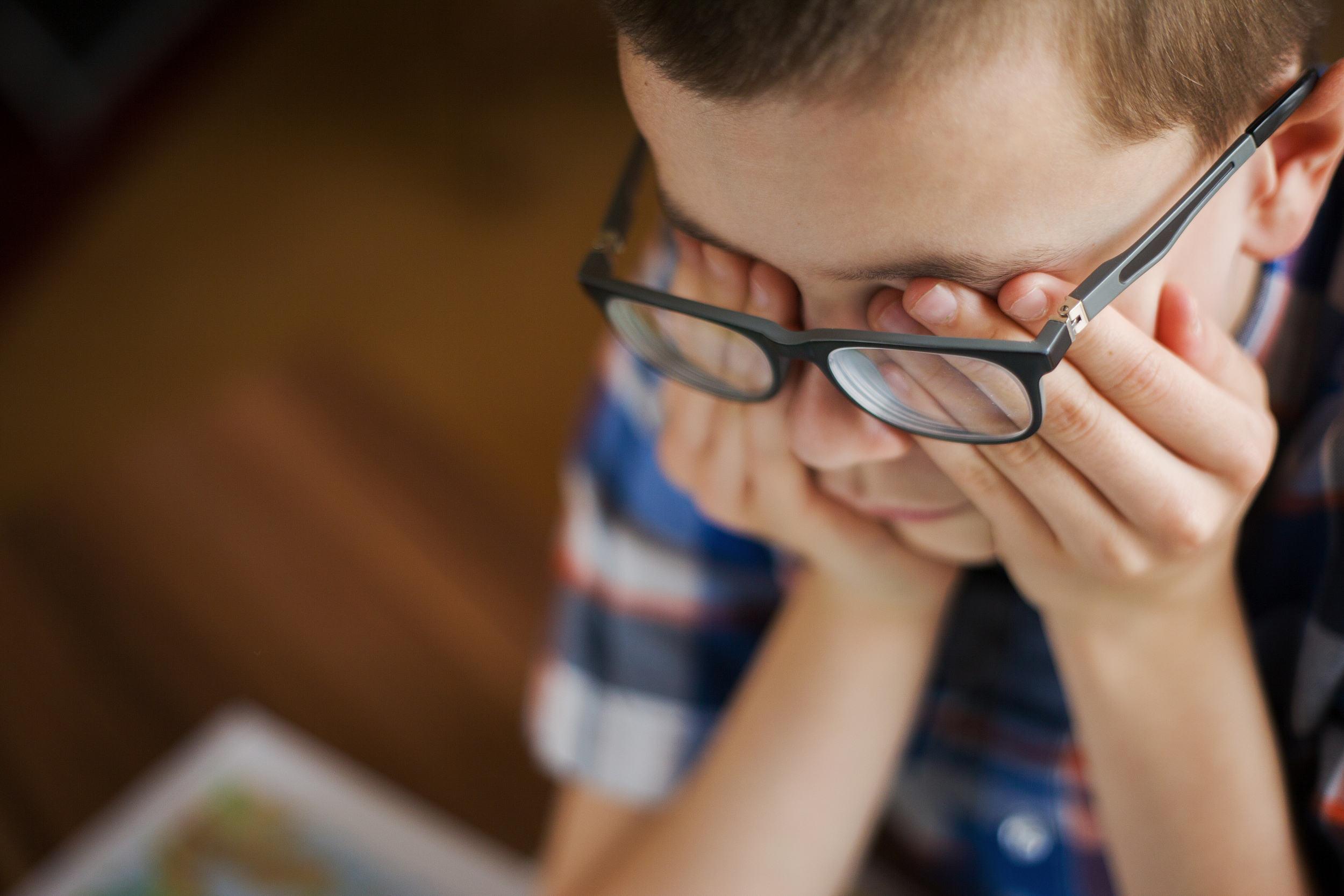孩子說看不清了才換眼鏡?專家:太遲了