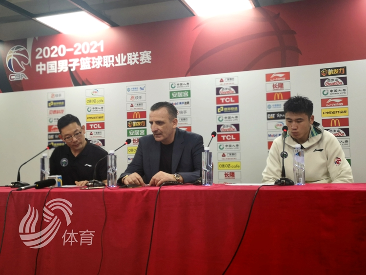 山东男篮净胜上海13个前场篮板 罗萨肯定球队表现