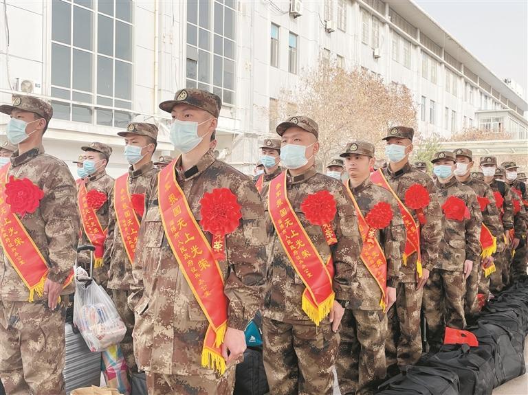 淄博600余名新兵近日启程奔赴军营 大学生占比高达90%