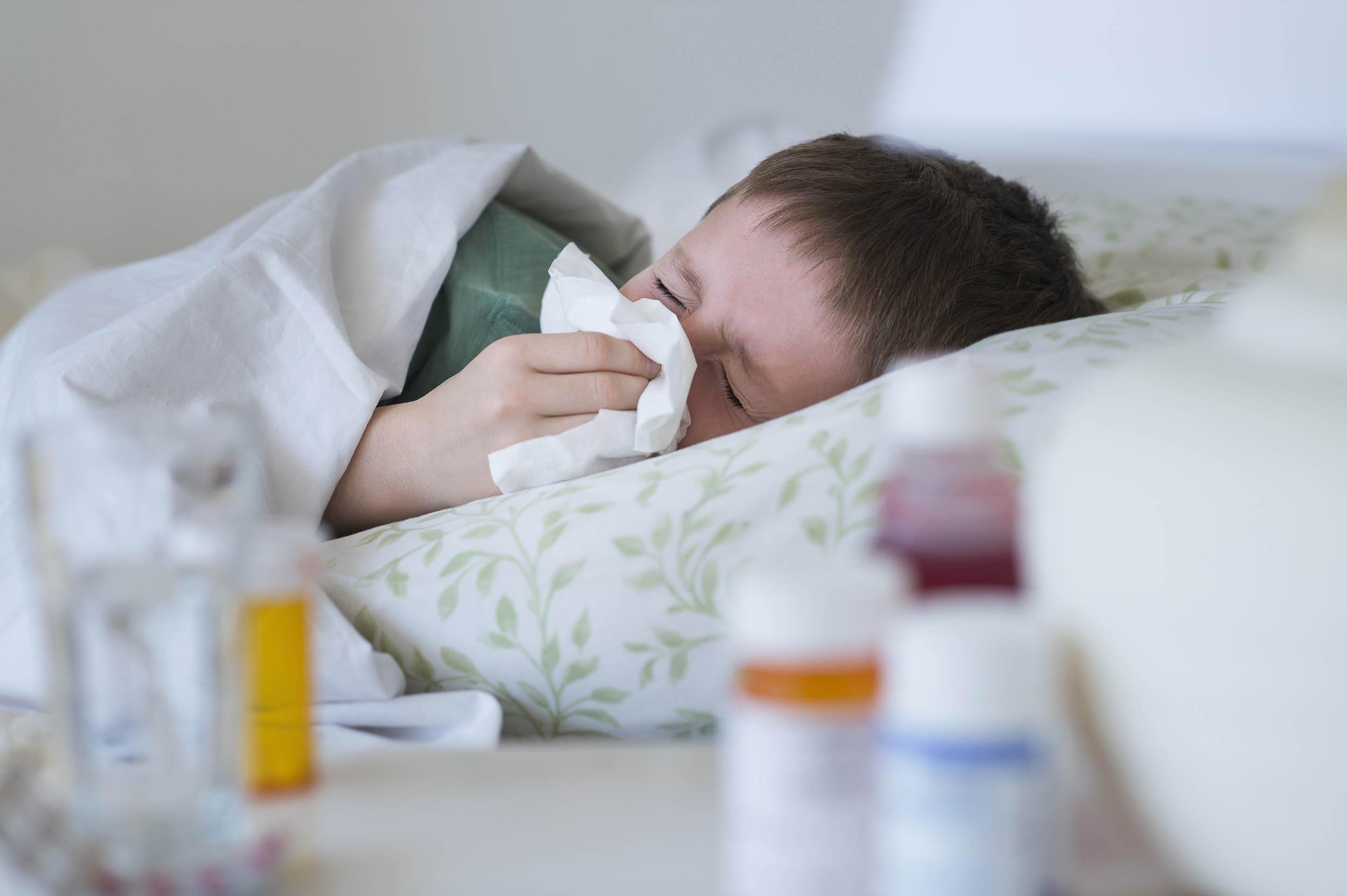 已有孩子中招!嘔吐、腹瀉、發熱,可能感染了這種病毒