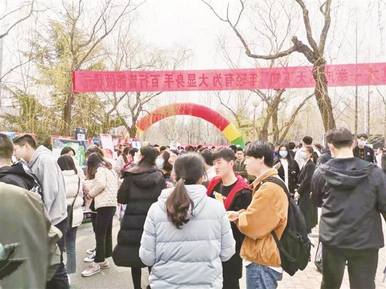 """""""淄博—名校人才直通车""""青岛行465人次现场达成初步就业意向"""
