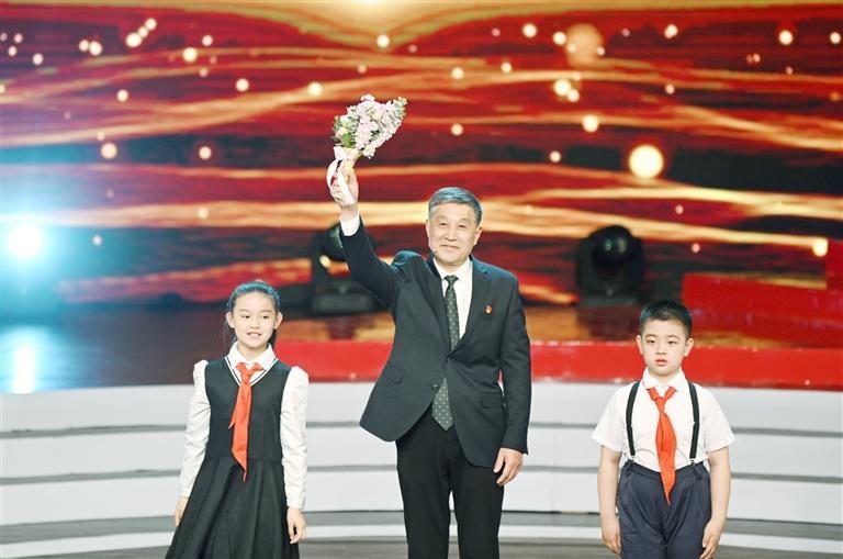 """刘昌法荣获""""齐鲁时代楷模""""称号"""