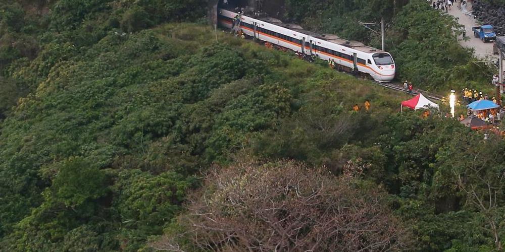 台湾铁路发生惨重交通事故