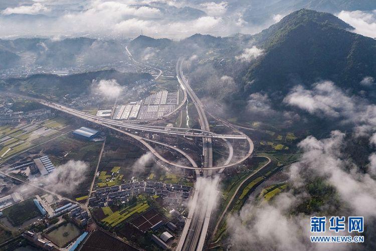 《【万和城注册地址】沿着高速看中国|十巫高速建设进入冲刺阶段》