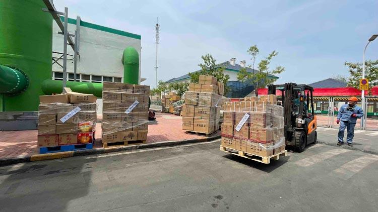 淄博集中销毁1000余箱假酒和80000余份包材