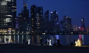 华灯初上,青岛这里成了拍摄婚纱的网红打卡地