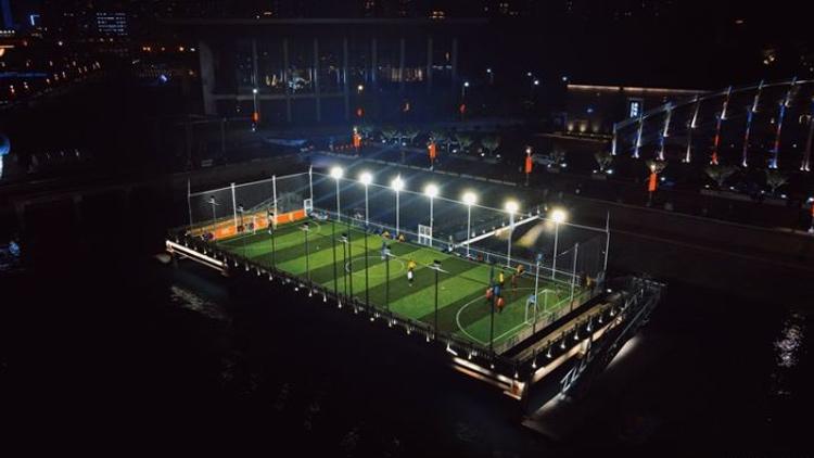 """点燃运动激情!中国首个""""海上足球场""""恢复开放"""