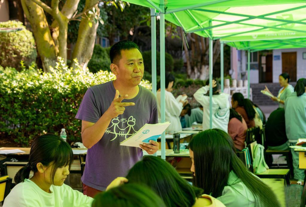 云南漾濞地震灾区学子备战高考