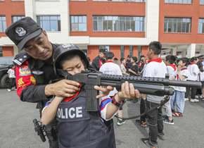 滕州民警进校园 孩子们体验式学习防护知识