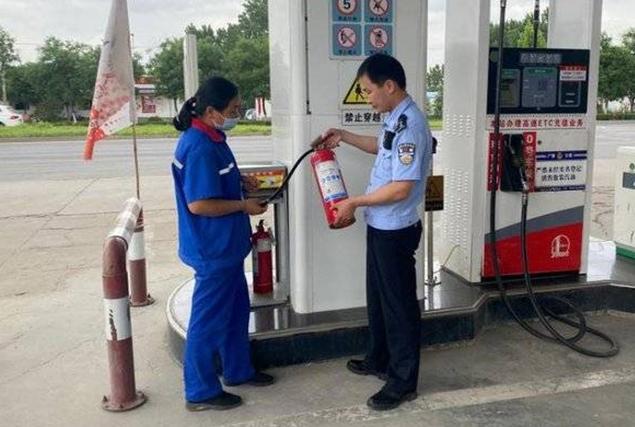广饶公安开展散装汽油安全检查