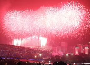 鸟巢上空焰火盛放 喜迎建党100周年