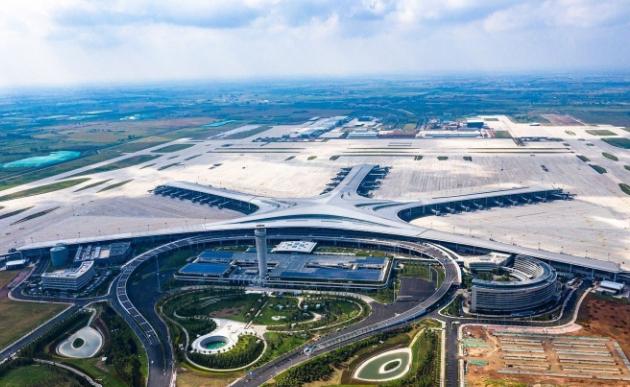 """市民零距离感受胶东机场的现代""""范儿"""":国际化名副其实,智慧化超出预期"""