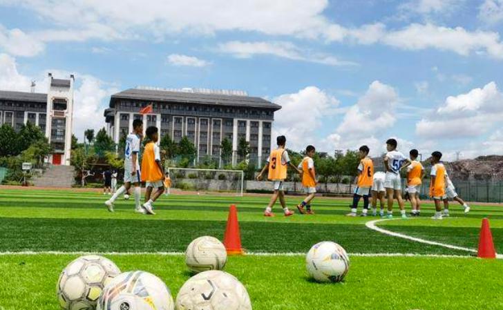 """""""体教融合""""模式结出硕果 这群足球少年填补岛城历史空白"""