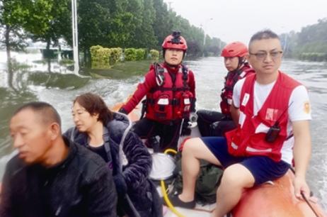 青岛各路救援队奔赴河南抢险 哪里灾情严重就冲到哪里……