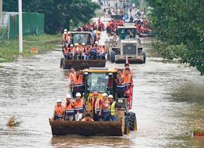 一方有难八方支援,各地救援队奔赴郑州参与救灾