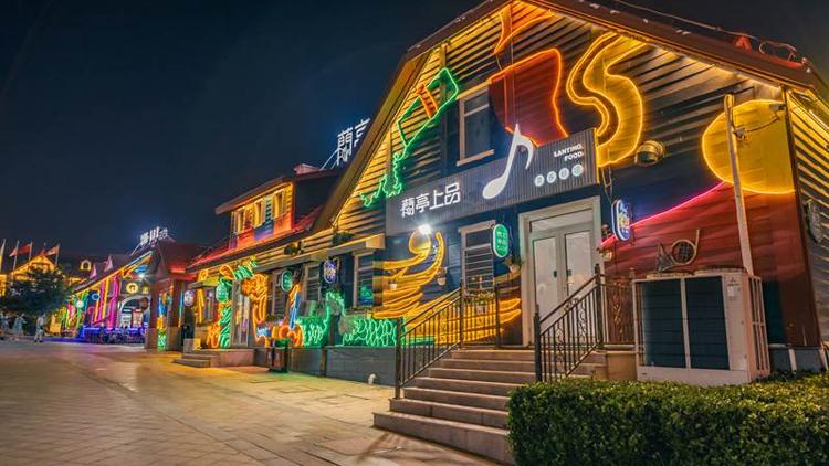 一步一景一风情 艺术墙绘扮靓金沙滩啤酒城