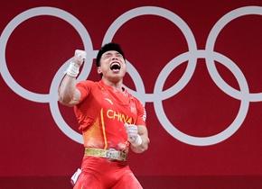 谌利军获东京奥运会举重男子67公斤级冠军