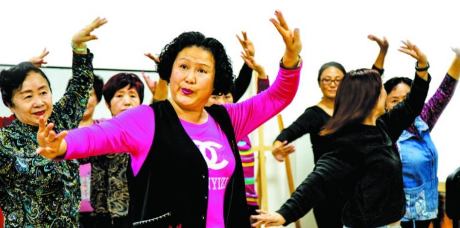 青岛各区市老年大学报名火爆 年轻帅气高学历老师受青睐