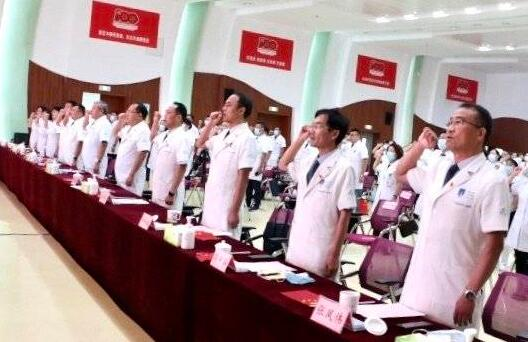 不忘誓(shi)言!臨沂市人民醫院慶祝舉(ju)行第四個中國醫師節慶祝大會