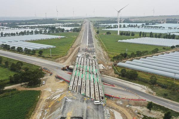 河北张尚高速建设施工忙