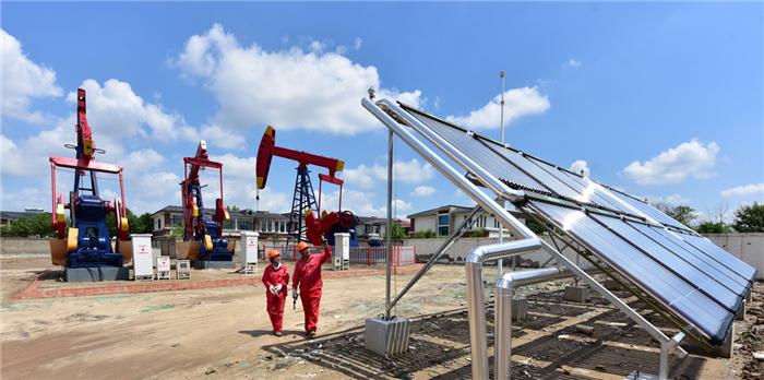 胜利油田东辛厂50平方米太阳能蓄热加热装置投入使用