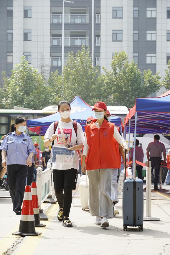潍坊学院喜迎2021级新生1437