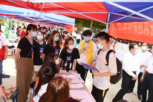 潍坊学院喜迎2021级新生1451