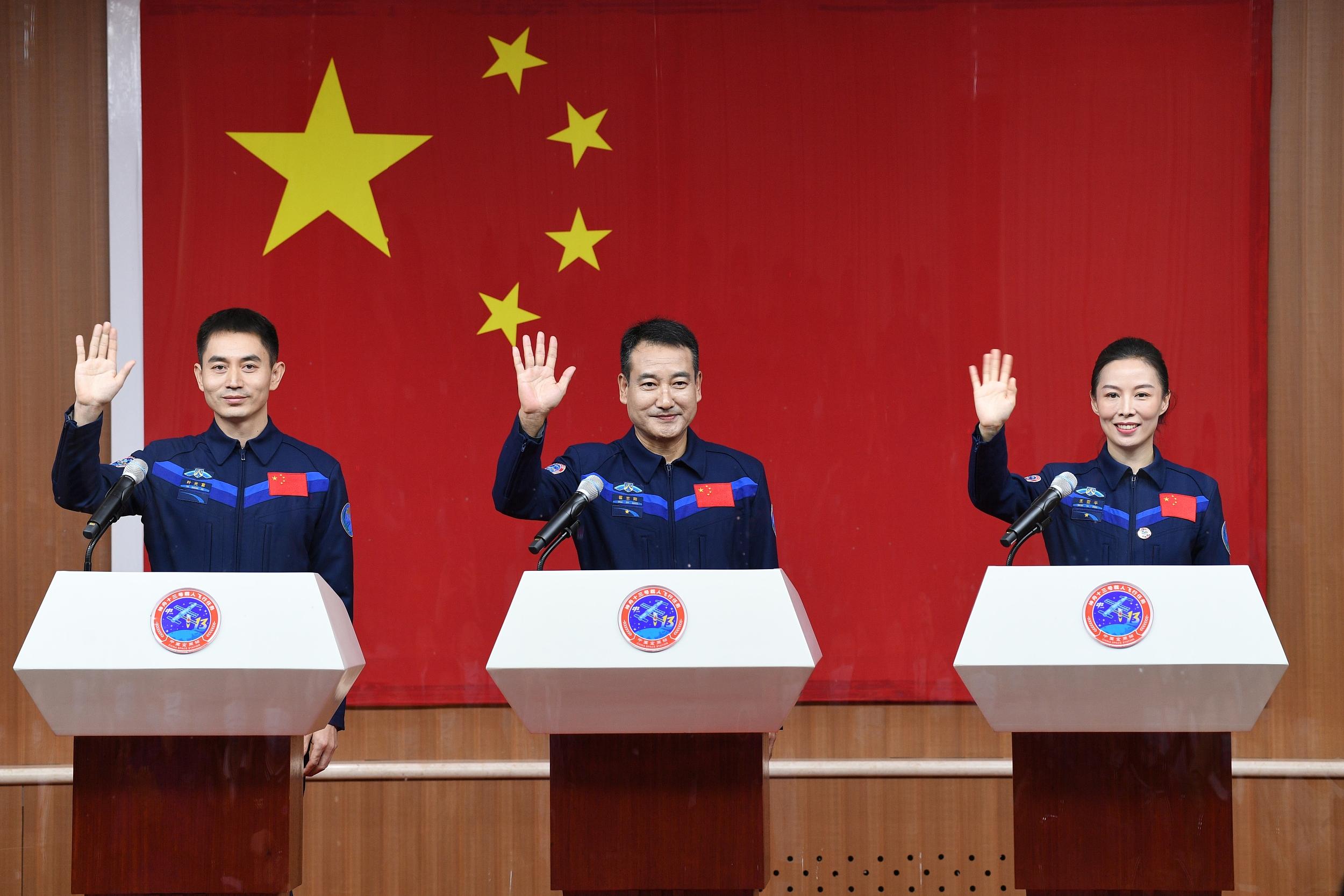 神舟(zhou)十三(san)號載人(ren)飛行(xing)任(ren)務(wu)3名(ming)乘組航天員與中外媒體記者(zhe)集體見面