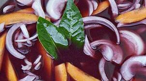 降压:洋葱枸杞泡红酒