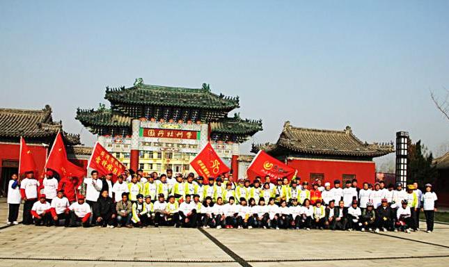 百人骑行进北京万人菏泽赏牡丹