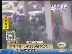 枣庄:停车位纠纷 小区门口撞车打人