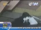 滨州:年轻女子加油站里遭藏獒疯狂撕咬