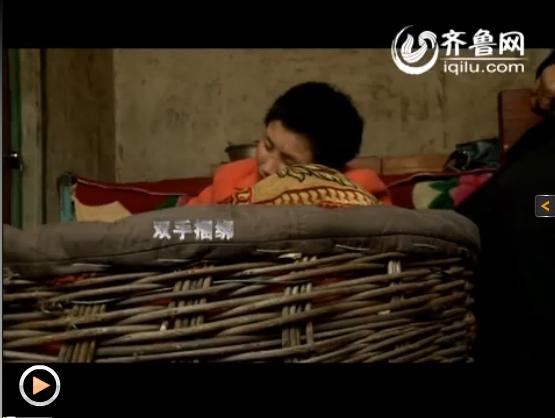竹篮中的女孩