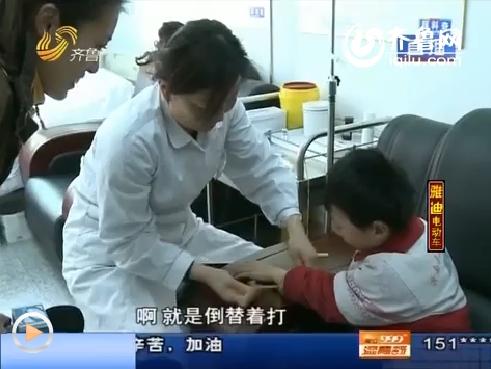 沂南:小传安患血友病 面部严重畸形