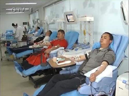 青岛市民无偿献血援助灾区