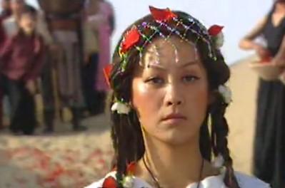 楼兰广告里的女模特