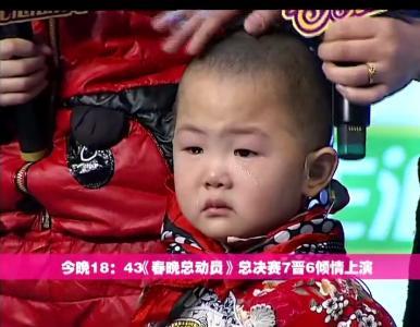 张俊豪扮演小俏妞表演《回娘家》