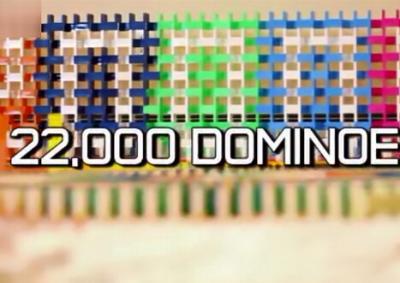 22000张多米诺骨牌被推到绝美视频