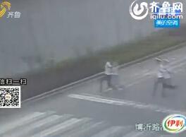 """淄博:例行查酒驾发现""""问题车"""" 司机躲避调查急跳河"""