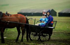 《爸爸去哪儿2》内蒙古拍摄萌娃受暴雨考验 杨阳洋不再独宠多多