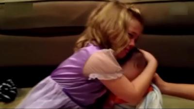超萌小萝莉得知弟弟会长大哭到崩溃