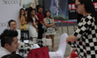 北京一女子为证明有奢侈品 脱文胸让鉴定师鉴定