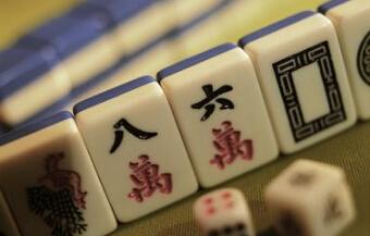 彻夜玩打麻将 男子精神失常