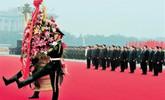 党和国家领导人向人民英雄敬献花篮(视频实录)