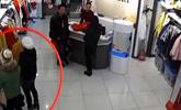 潍坊诸城:时髦女结伴下贼手 商场监控全记录